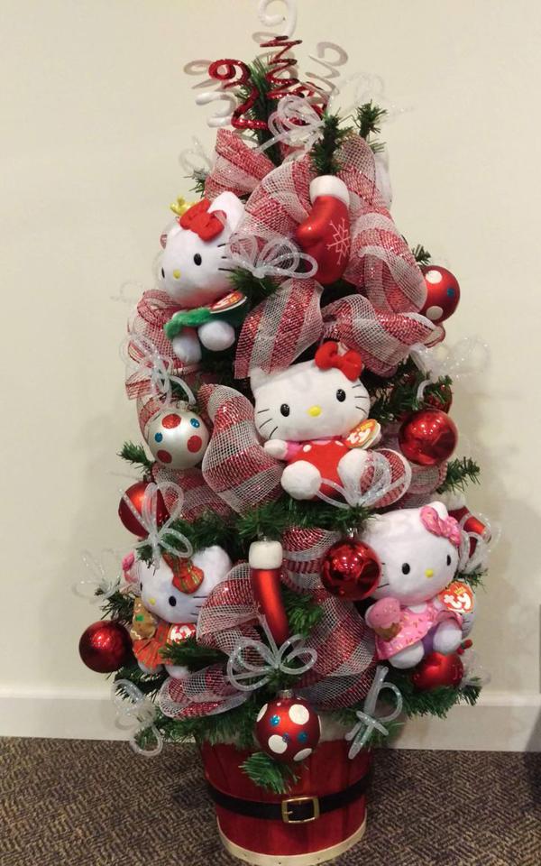 20 Pretty Christmas Decor With Hello Kitty Theme ...