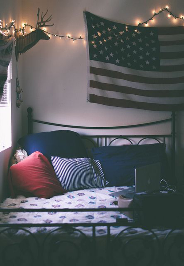 College dorm room with american flag display home design for Apartment bedroom ideas for college