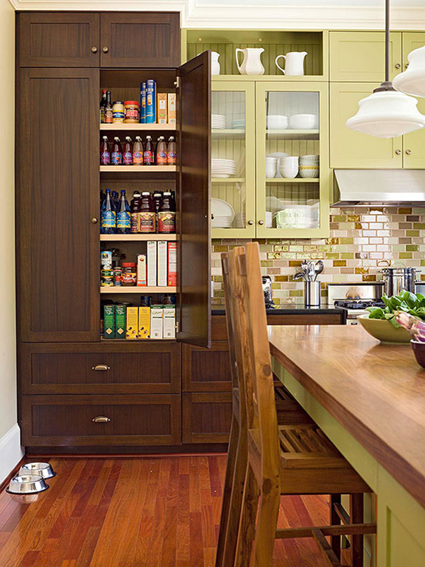 Modern kitchen pantry with wooden cabinet for Modern kitchen pantry