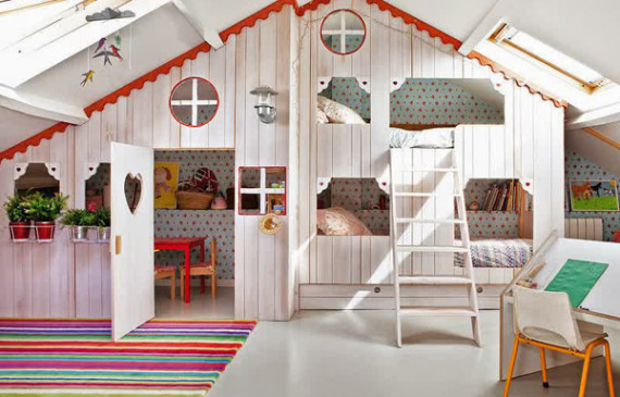 wooden-cottage-kids-room-in-loft