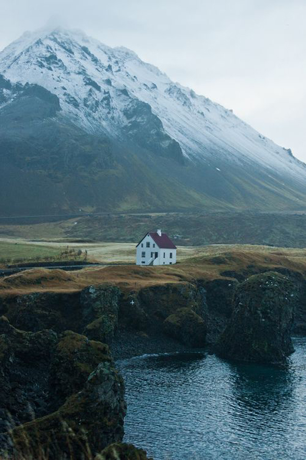 Amazing isolated house getaways for Iceland lonely house