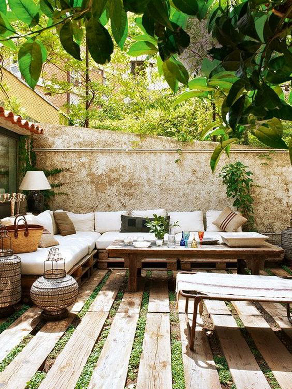 Bohemian outdoor space decor for Outdoor home accessories
