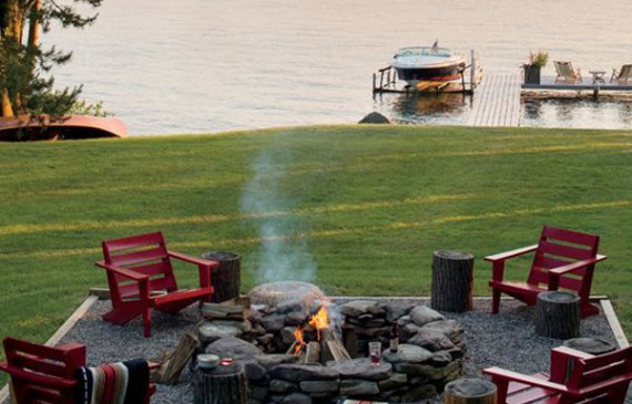 cozy-backyard-firepits-in-the-lake