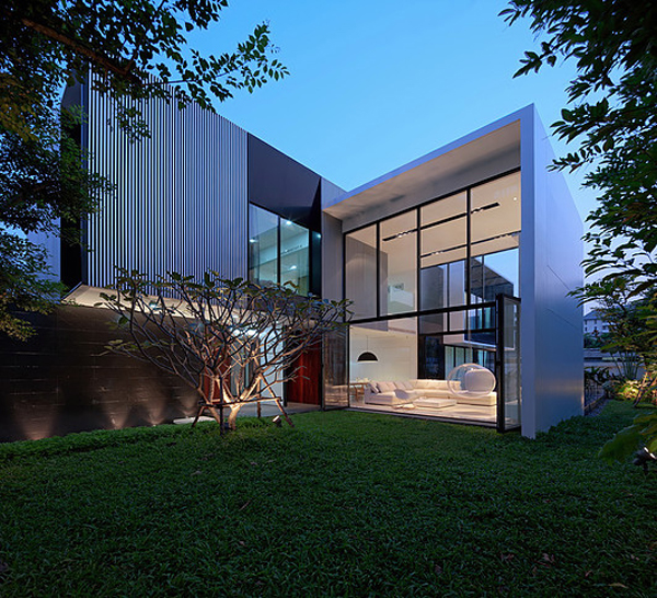 modern family house with maximize the green space home design and