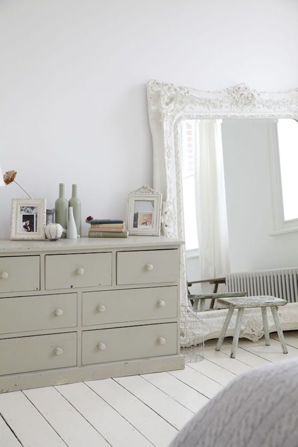 20 awesome oversized mirrors to make feel bigger home for Large bedroom mirror