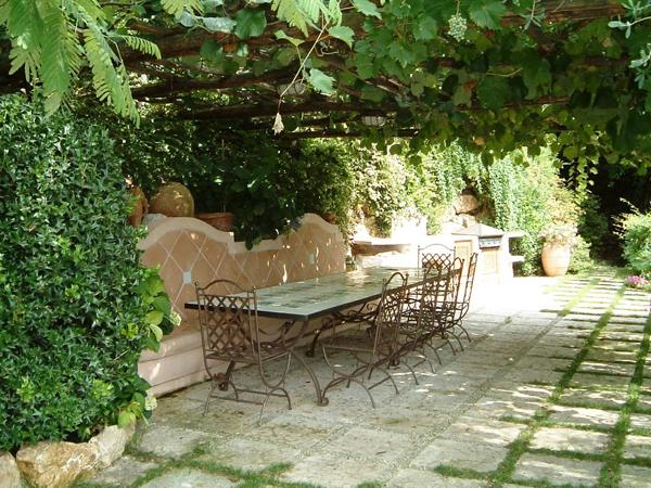 20 beautiful and natural grape arbor ideas home design for Arbor decoration ideas