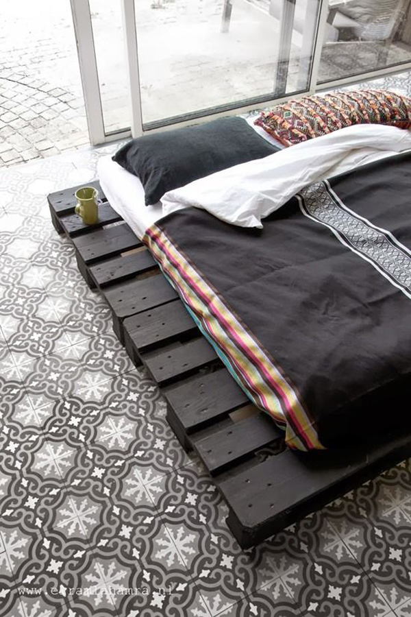 bachelor-pad-beds-pallet-board