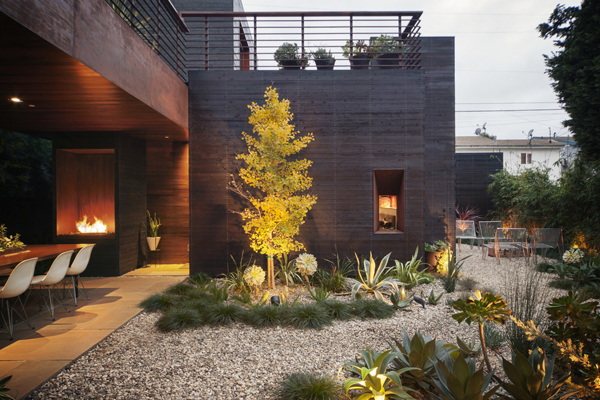 Harmonious venice house with interior and exterior living for Outdoor living concepts