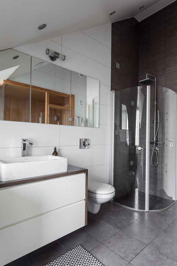 attic-apartment-bathroom-with-showers