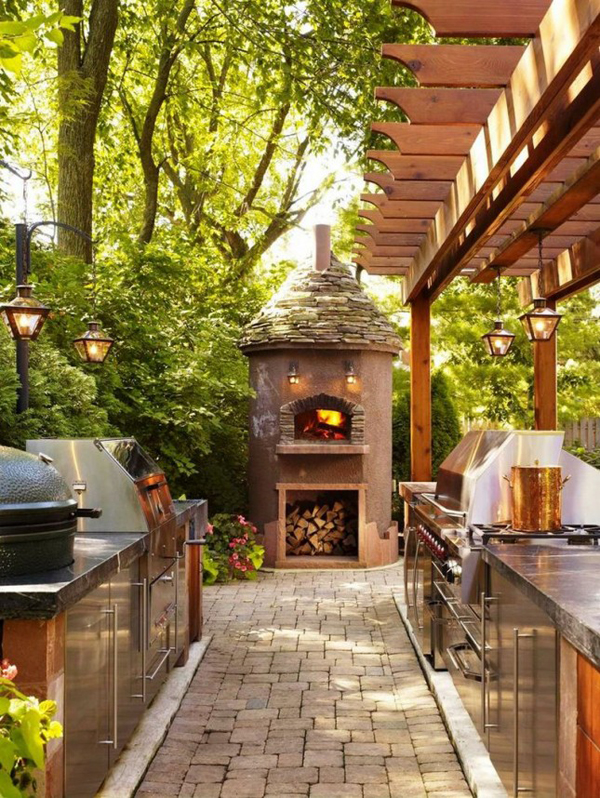 Traditional outdoor kitchen with pizza open for Traditional outdoor kitchen designs
