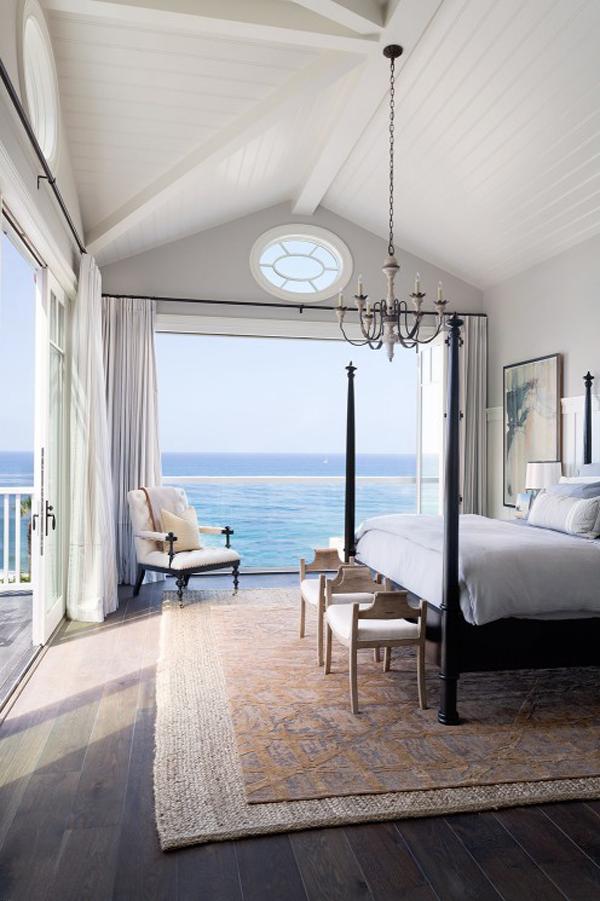 beach-master-bedrooms