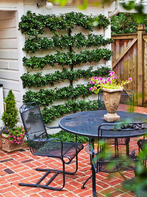 20 Lovely Backyard Ideas With Narrow Space | HomeMydesign on Long Backyard Landscaping Ideas id=15653