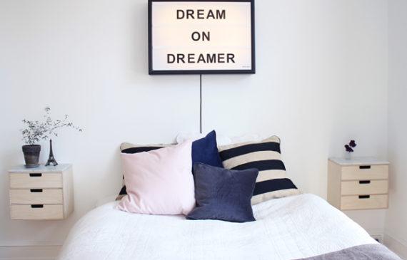 dream-on-dreamer-cinema-light-box