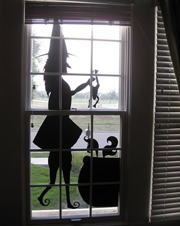 Scary witch halloween window silhouettes for Decoration fenetre post it
