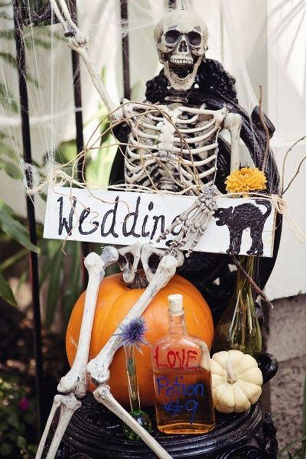 35 Elegant And Spooky Halloween Wedding Ideas Home Design And Interior