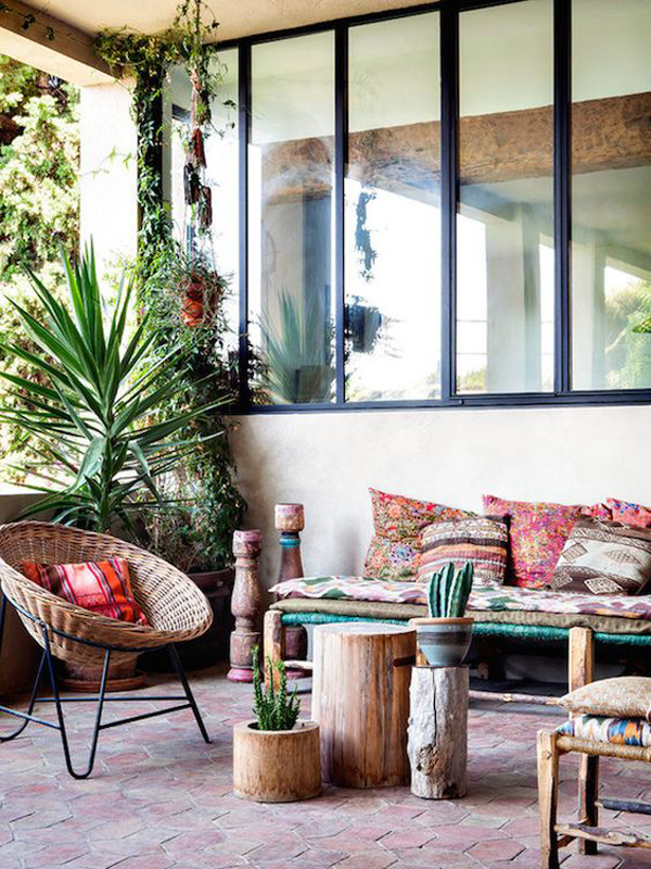 15 inspiring bohemian porch with colored textiles home. Black Bedroom Furniture Sets. Home Design Ideas
