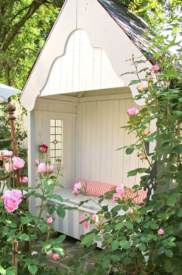20 Outdoor Reading Nooks With The Secret Garden | Home ... on Backyard Nook Ideas id=93536