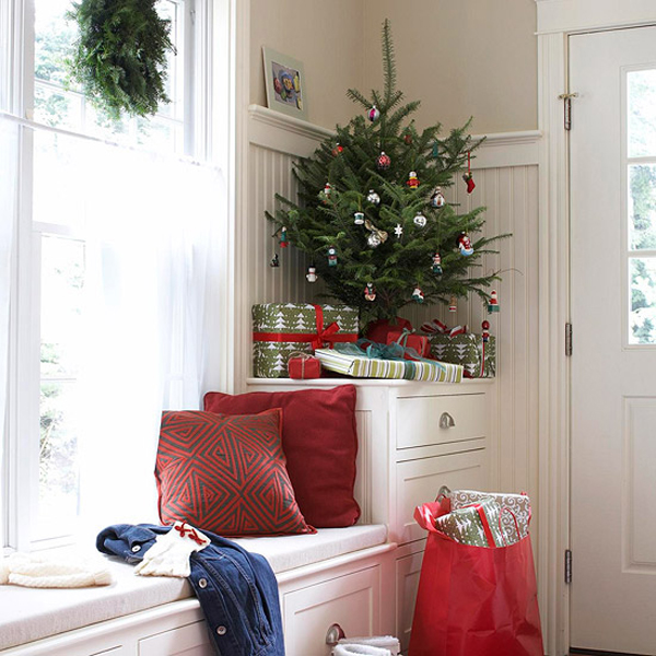 Simple Christmas Home Decorations: 20 Simple Christmas Tree Display For Small Spaces