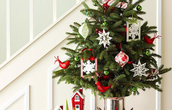 simple-christmas-tree-under-stairs