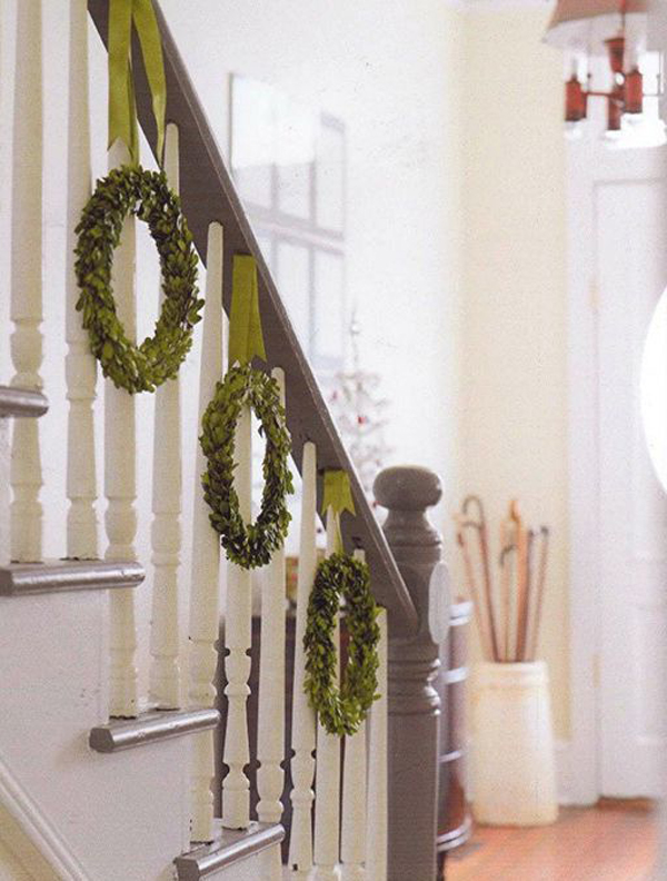 35 Amazing Christmas Staircase With Banister Ornaments