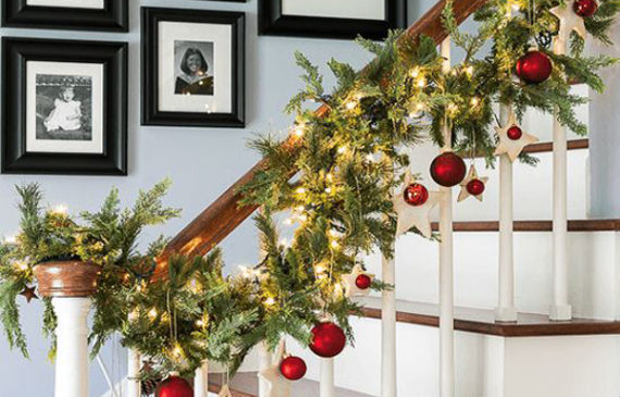 awesome-christmas-staircase-with-photo-gallery-ideas