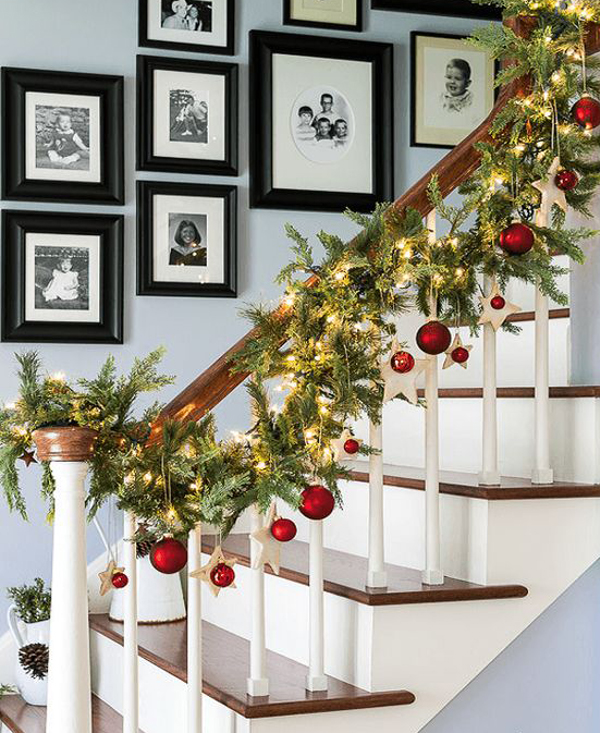 35 amazing christmas staircase with banister ornaments - Banister Christmas Decorations