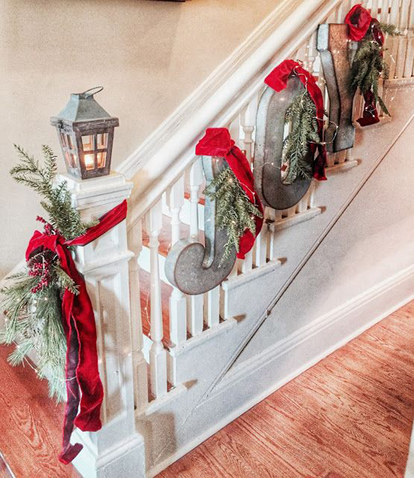 20 Magical And Crafty Ways To Decorate An Indoor Staircase: 35 Amazing Christmas Staircase With Banister Ornaments