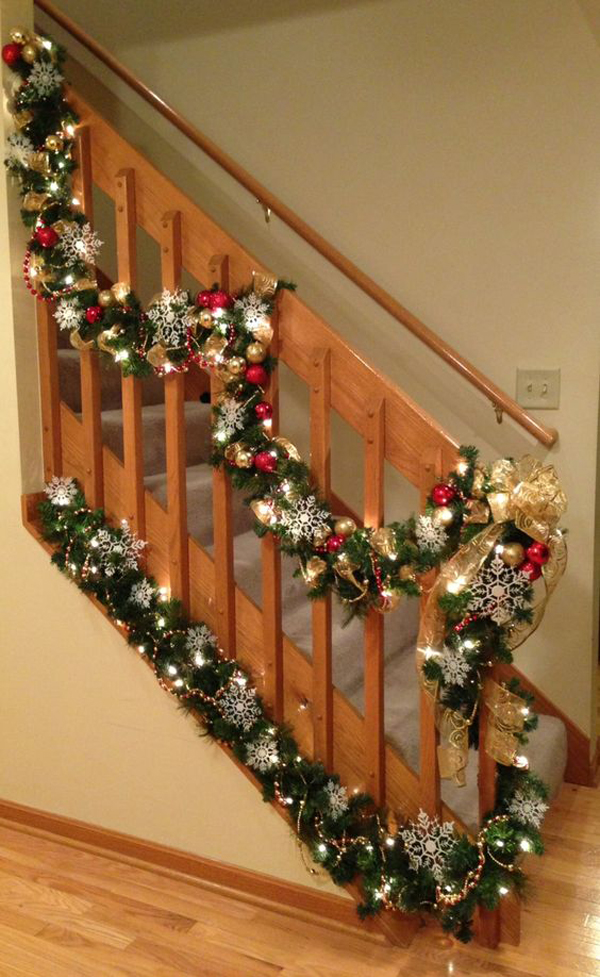 35 amazing christmas staircase with banister ornaments - Christmas decorations for stair rail ...