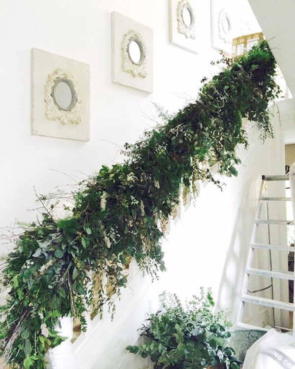 amazing kitchen christmas garland | 35 Amazing Christmas Staircase With Banister Ornaments ...