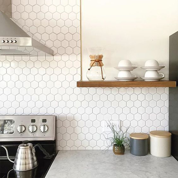 White Backsplash Tiles: 25 Stylish Hexagon Tiles For Kitchen Walls And