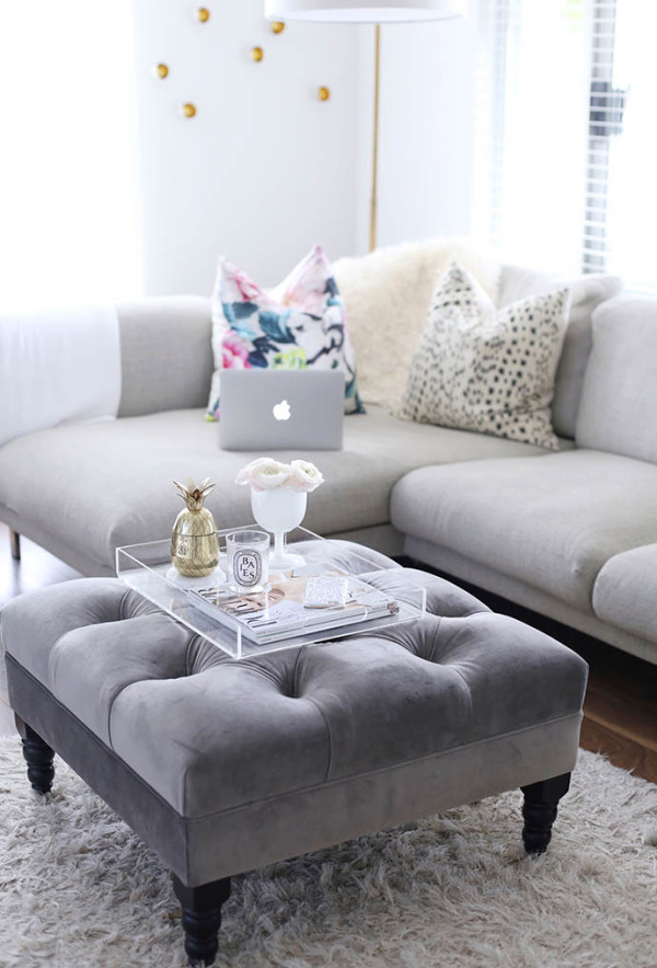 25 Stylish And Modern Living Room With Coffee Table Decor