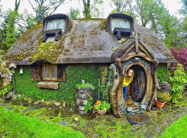 This Hobbit House Is Entirely Constructed Of Concrete, Enabling Various  Plants Such As Moss To Grow On Every Part Of The Wall And Roof.