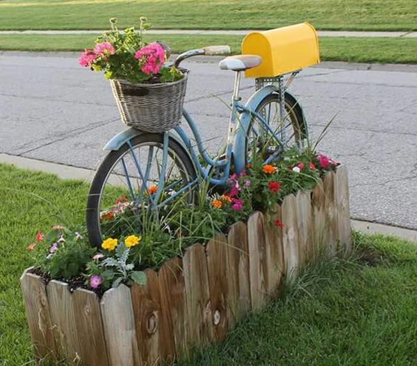 15 Creative Garden Ideas You Can Steal: 22 DIY Bicycle Planters With Vintage Vibe