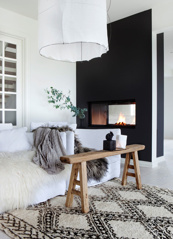 15 Minimalist Interior With Black And Wood Accents
