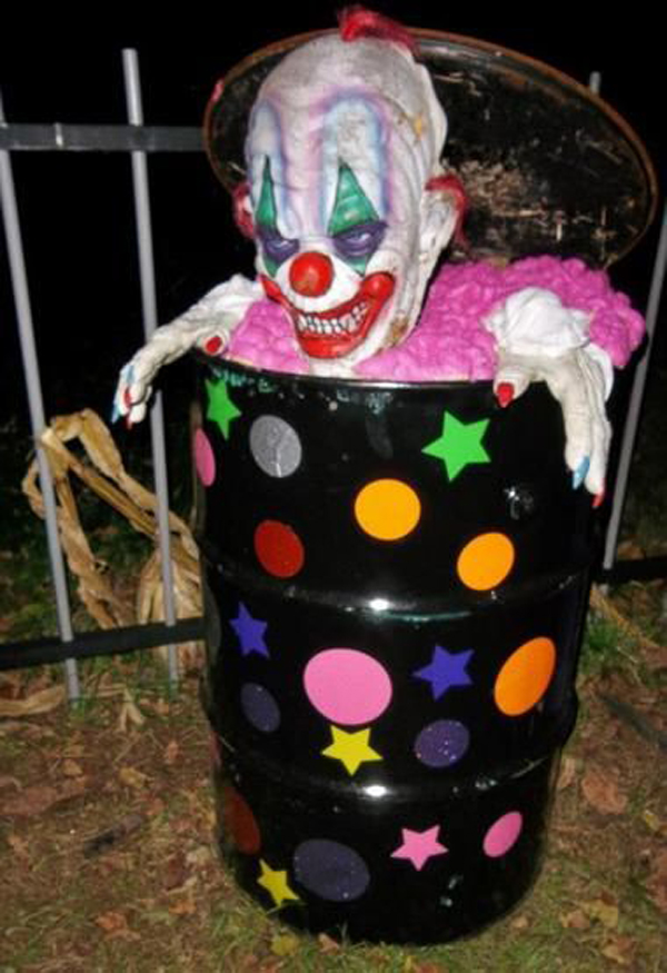 20 cool and scary clown halloween decorations home for Cool halloween decorations