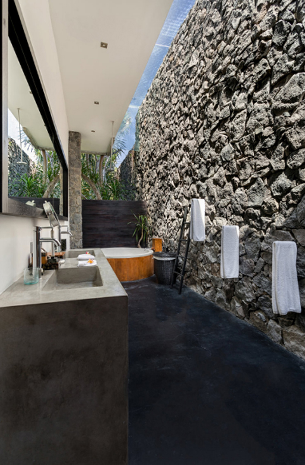 nature-outdoor-bathroom-with-stone-walls