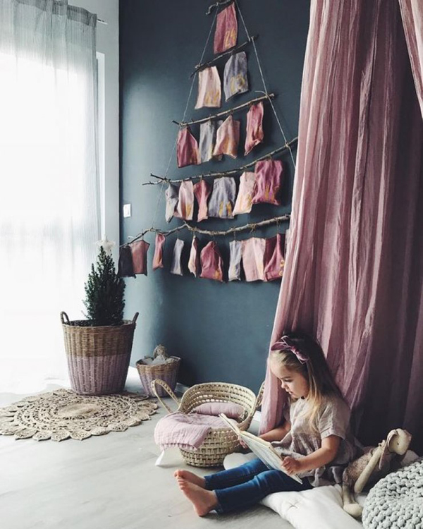 ... And If Yesterday You Have Been Inspired To Decorate The Whole House,  Then This Time We Will Try To Kids Room Decor With Christmas Touches.