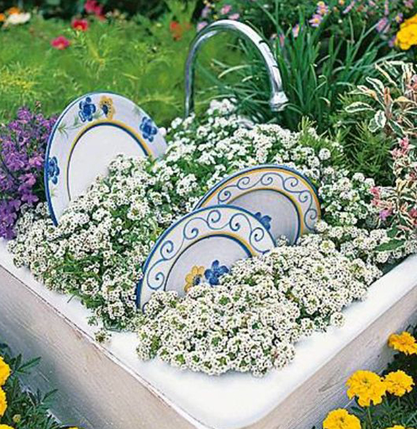 15 Creative Garden Ideas You Can Steal: 15 Creative Garden Ideas With Unusual Items
