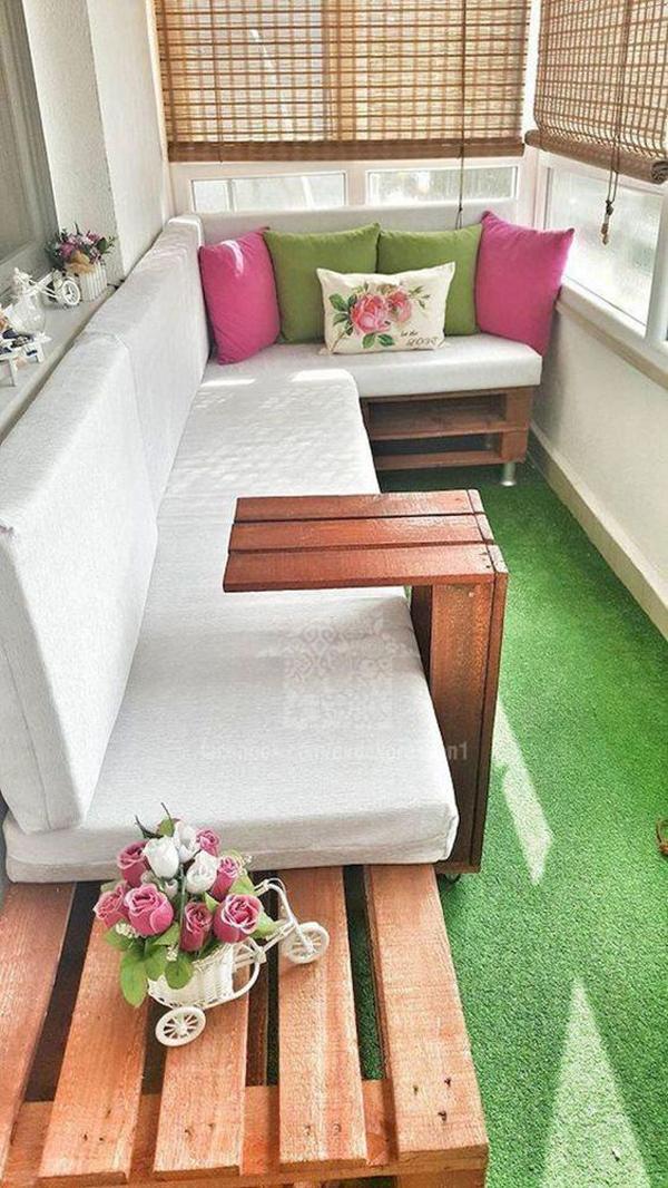 35 Awesome Tiny Balcony Decor Ideas | HomeMydesign