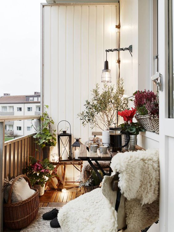 scandinavian-small-balconies-with-lanterns