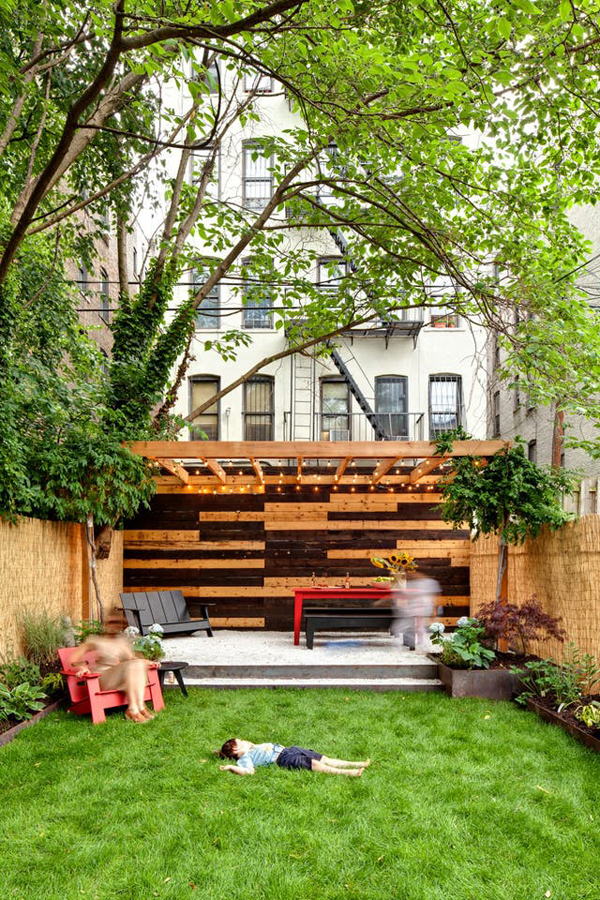 20 Small And Gorgeous Backyard Ideas In The City ... on Small City Patio Ideas id=55418