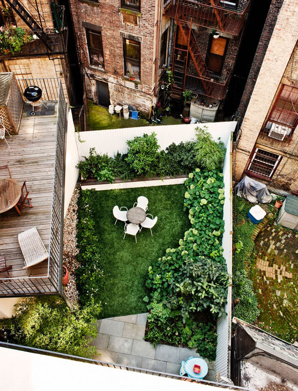 20 Small And Gorgeous Backyard Ideas In The City ... on Small City Patio Ideas id=77964