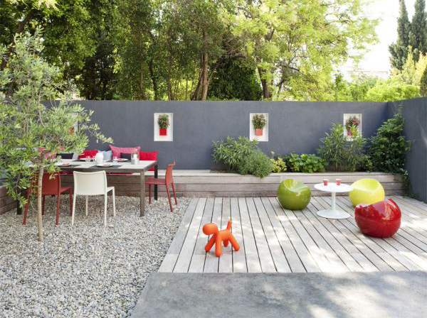 Small Outdoor Patio Design With Kids Play Area