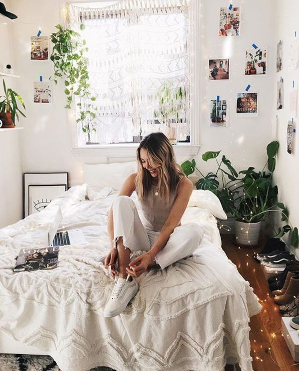 Pretty Girl Dorm Room With Indoor Plant Ideas Homemydesign