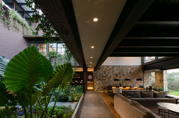 Amazing Mexican House Friendly With Nature Home Design