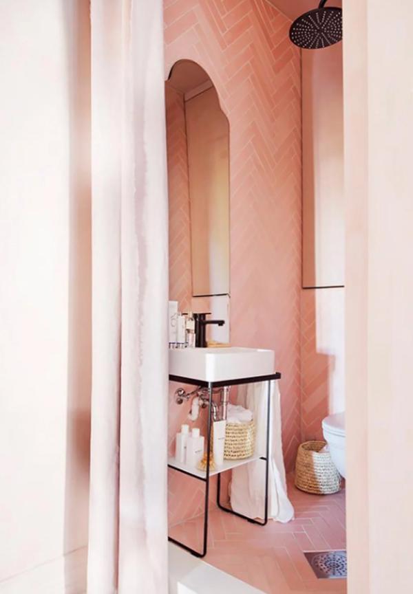 small-pink-bathroom-decor - HomeMydesign