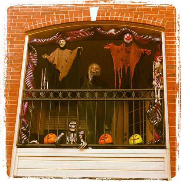 Scary Apartment: 20 Most Amazing Halloween Decoration For Your Balconies