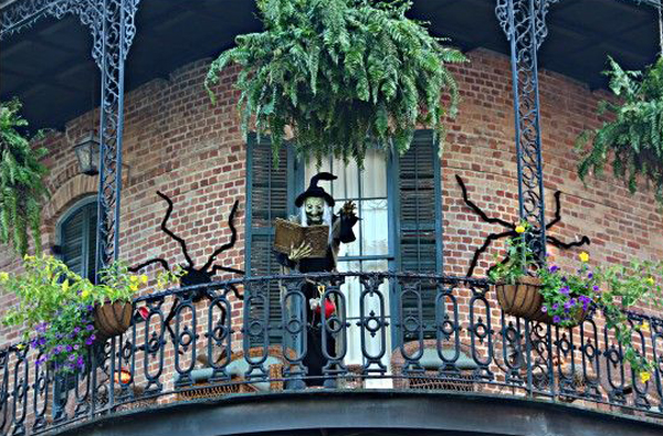 20 most amazing halloween decoration for your balconies home rh homemydesign com
