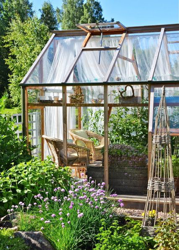 20 Small Greenhouses To Escape In Backyards   HomeMydesign