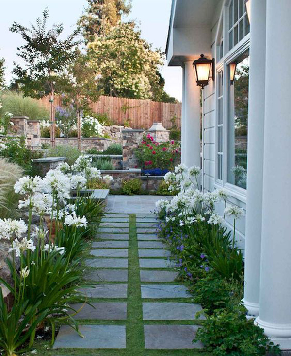 35 Exciting Side House Garden Ideas With Walkway